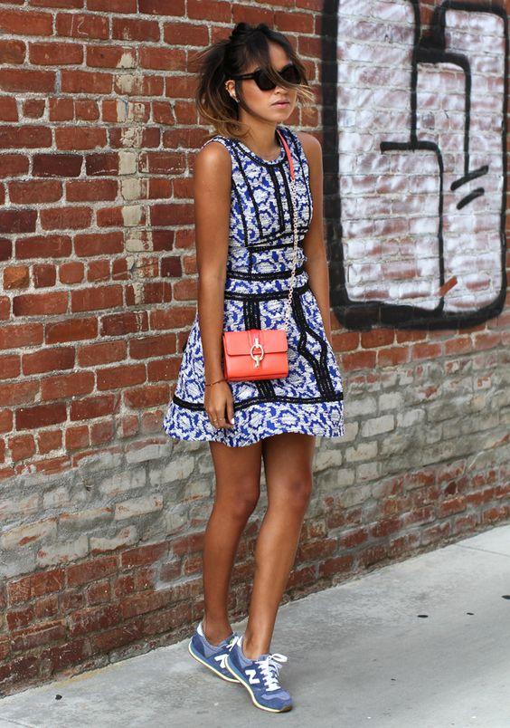 combinar new balance con vestido
